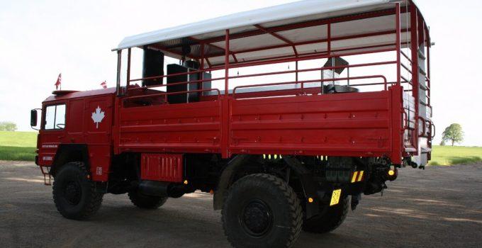 rød studentervogn med stort lad
