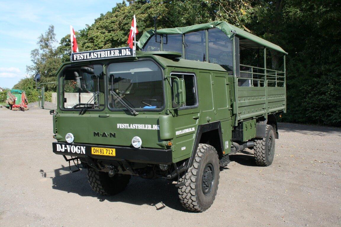 grøn festlastbil til studenterkørsel